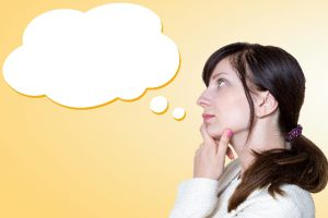 考える女性2